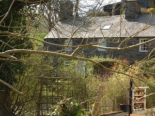 GLANRAFON COZY TERRACE COTTAGE IN ABERGYNOLWYN
