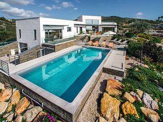 Casa Scribbley Gum, stunning villa that sleeps 10 with private pool and tennis