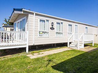 8 berth caravan at Seashore Haven Holiday Park. In Great Yarmouth. REF 22039G