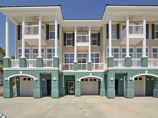 Large Townhouse~ 5BD/4.5/BA~ FREE activities~Perfect Luxury Summer Getaway!!!