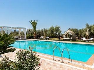 Villa Daphne - Full Privacy, 100m2 Outdoor Pool, Indoor Pool, close to the beach