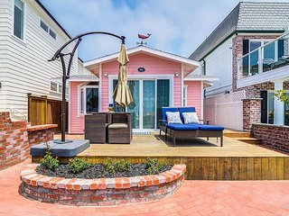 'Tickled Pink' 1 bed 1 bath super adorable oceanfront cottage!