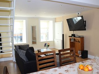 King's Apartment - A well presented, bright and airy two bedroom apartment locat