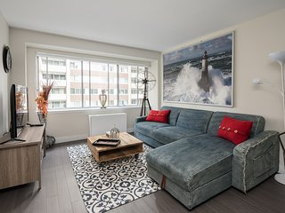 Luxurious 2BR Condo Downtown Montreal (Breakfast incl.)