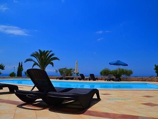 Eagle's Nest studios - gorgeous sea view, lovely swimming pool, welcoming hosts
