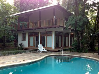 Xanadu Luxury in the jungle with pool and AC