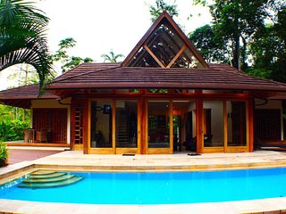 Ambar Deluxe Beach Jungle Pool House