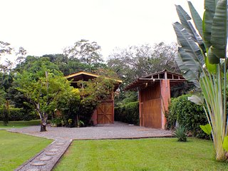 Margarita Garden House with pool, AC