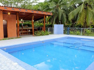 Margarita Garden House with pool, AC