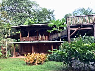 Heliconia Peaceful Beach and Garden Retreat House