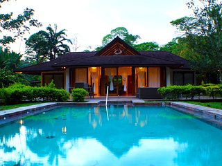 Tiffany Luxury in Jungle Paradise with pool + AC