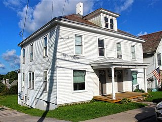 Historic Downtown Middlebury Apartment, The Horton House, Great Location!