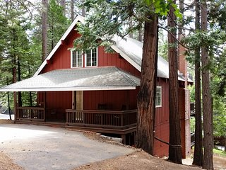 Red Fox Cabin - Blue Lake Springs Access - King & Queen Beds Only!