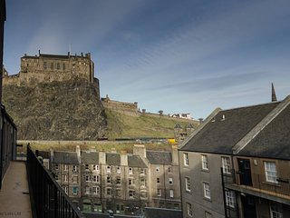 Castle View Apartment - Grassmarket, Edinburgh Old Town, with Castle Views