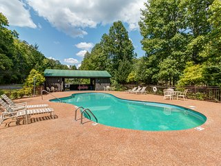 4-3 Cabin/Wifi/Arcade/Acreage/Upscale Resort w/Pool,Fishing/Playground /Firepit