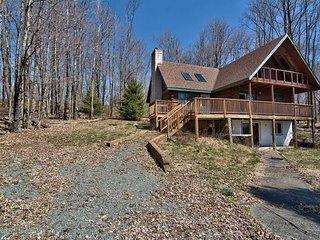 Equestrian House: Log Cabin