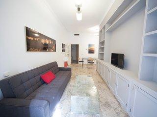 Elegante y tranquilo apt 1 dormitorio. Balcon calle Cister y Catedral. WIFI, 4p