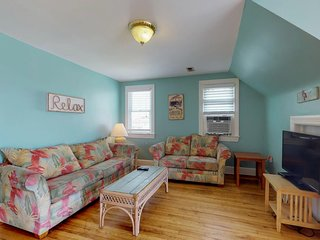 NEW LISTING! Two spacious floors near beach, boardwalk, fishing, free WiFi