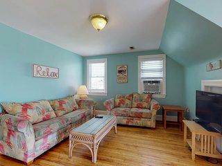 NEW LISTING! Two spacious floors near beach, boardwalk, fishing, free WiFi