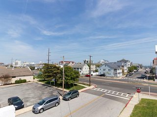 NEW LISTING! 2-unit property w/ decks, ocean view-2 blocks to beach, dogs OK!