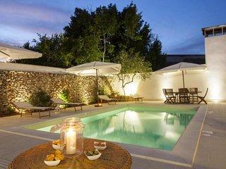 luxury courtyard studio