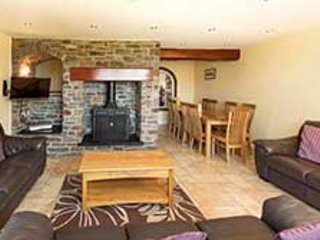 The Granary, large luxury cottage with beautiful mountain views
