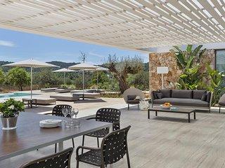 Scenic Elegant Sun Deck with Sunny View