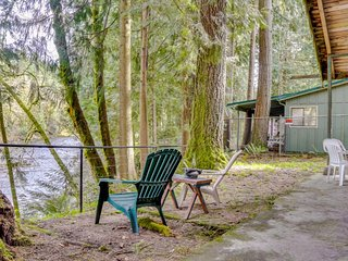 Historic riverfront cabin w/ woodstove & the family dog is welcome!