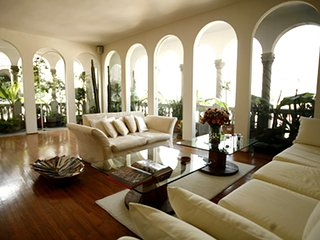 Magnificent 3BR penthouse, views, Historic Center