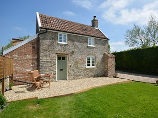 55227 Cottage situated in Wedmore (5.5 mls W)