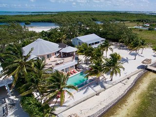 Neighboring beach houses, pool, pier, great for families!