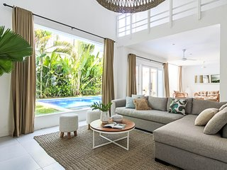 3BR | Modern Tropical Luxury | New Villa | Location!