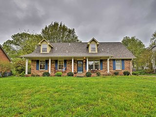 Clarksville Family Home - Great for Kids!
