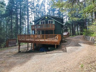 NEW LISTING! Peaceful Mountain Cabin w/ private sauna - near Lake Cle Elum