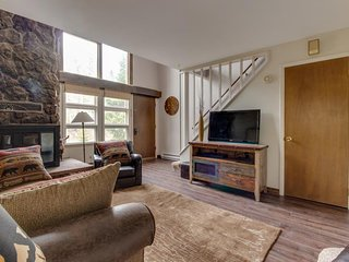 """Lovingly cared for """"Tree House"""" townhome w/balcony- close to outdoor activities!"""
