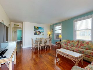 Homey condo w/ ocean views, entertainment & great location downtown!