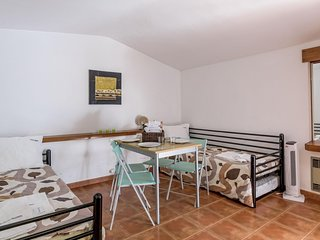 Açoteias Studio apartment in Albufeira with WiFi & shared garden.