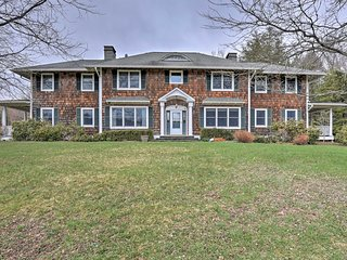 Luxury Livingston Manor Home w/Guest House & Pool!