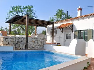 Casa Poente - 2 Bedroom Farmhouse in Algarve Hillside