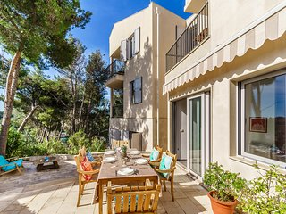 Beautiful 3 Bedroom 3 Bathroom Villa with Large terraces, 150m to Pretty Harbour
