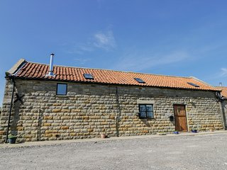 HAYLOFT, mezzanine, near Robin Hoods Bay