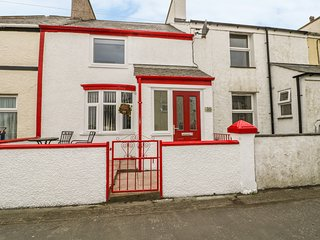 WINDY SANDS, views of Cefni Estuary, pet-friendly, WiFi, Ref 975052