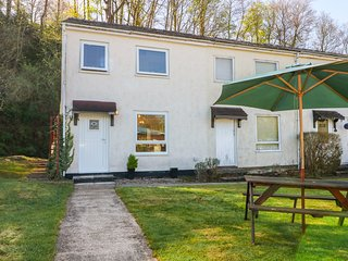 255, charming interior, shared leisure facilities, decked patio, near Caernarfon