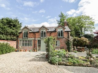 THE COACH HOUSE, woodburner, mezzanine, open-plan, in Christleton Chester