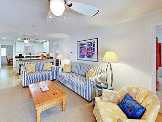 Litchfield Beach 4BR All-Suite Coastal Cottage w/ Screened Porch & Deck