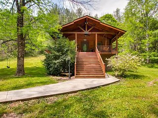 Little Creek is a very private non-smoking one bedroom, one bath log cabin.