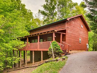 This cozy country cottage is close to outlet shopping, great restaurants!