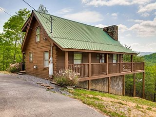 2 level log cabin * 2 bedrooms * 2 baths