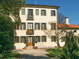 6 bedroom Villa in Silea, Veneto, Italy : ref 5566999