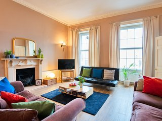 Big Spacious Flat in Heart of the City- Sleeps 5